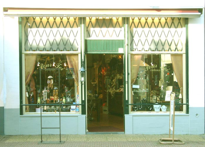 The entrance to Pour Toi Cadeaux in Zutphen (NL) for gifts and presents